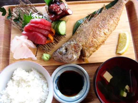 国頭港食堂の三点盛り地魚バター焼きセット