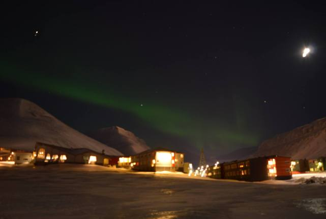 Aurora photographed at Longyearbyen, Svalbard. Taken on the 10th January 2015. Exposure: 10s