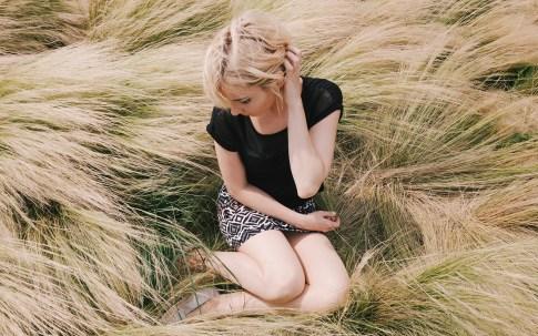 girl-grass