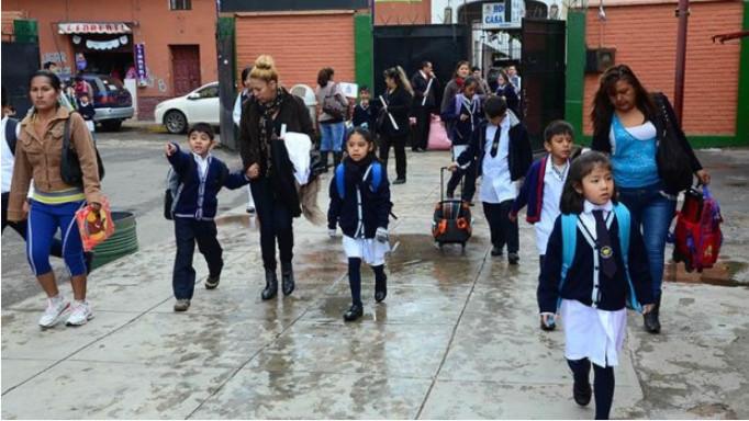 Oruro ingresa al horario de invierno escolar este lunes