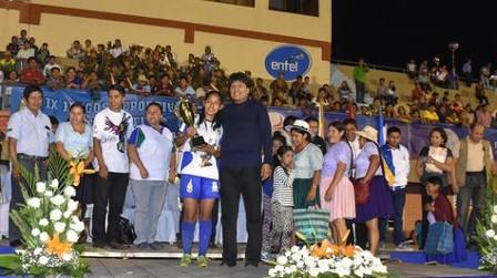 Evo Morales retoma actividad oficial en clausura de Juegos Estudiantiles Plurinacionales