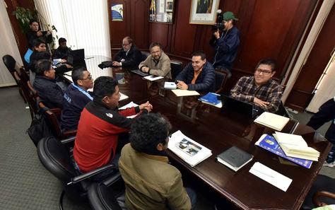Gobierno descalifica amenazas de la UPEA y alerta de perjuicios a los estudiantes