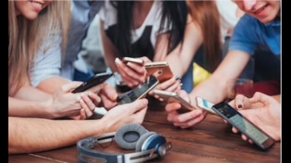 Jóvenes bolivianos hacen negocios y emprenden a través de la tecnología