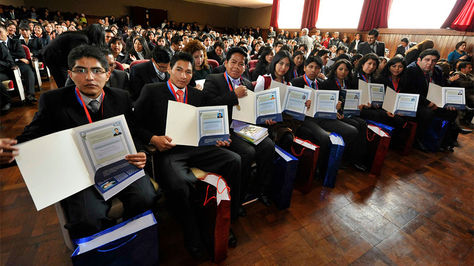 Diplomados serán válidos para titularse en universidades públicas