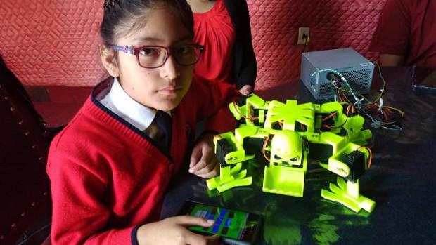 Niña de nueve años crea un robot para trabajar en la mina