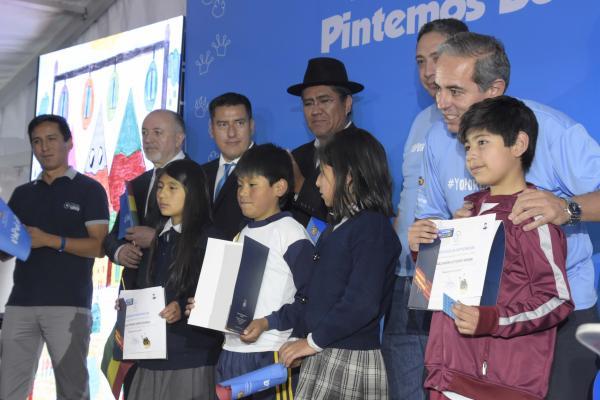 Gobierno y UNICEF inician campaña 'Pintemos Bolivia de Celeste' para promover los Derechos de la Niñez