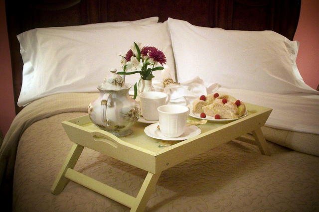 Breakfast in bed (CC-BY-SA 2.0) - Finger Lakes B&B on Flickr
