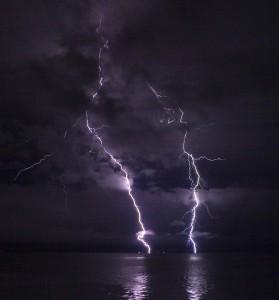 Ian Boggs, Lightning on the Columbia River, CC-BY-SA 2.0