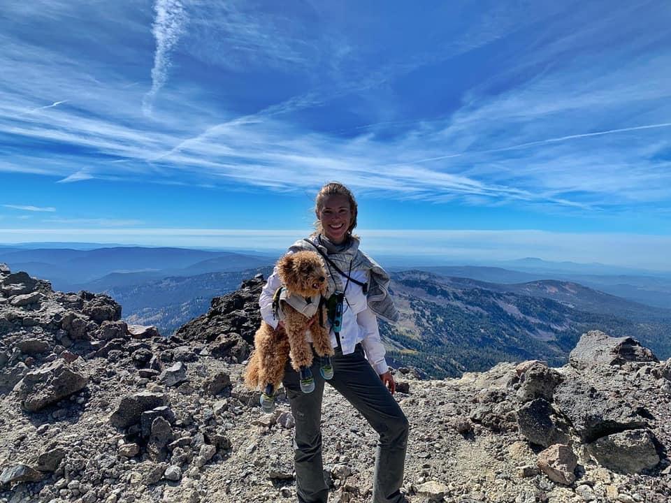 The Oregon Extension program participant Lauren Sherman '22 and her service dog, Adi.
