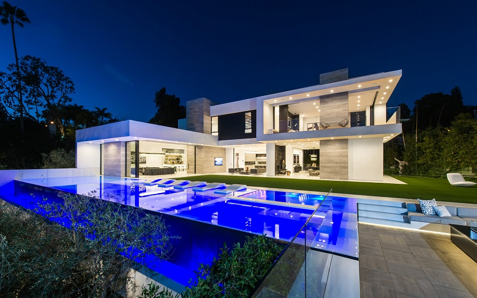 10 Stunning Modern Mansions For Sale In LA