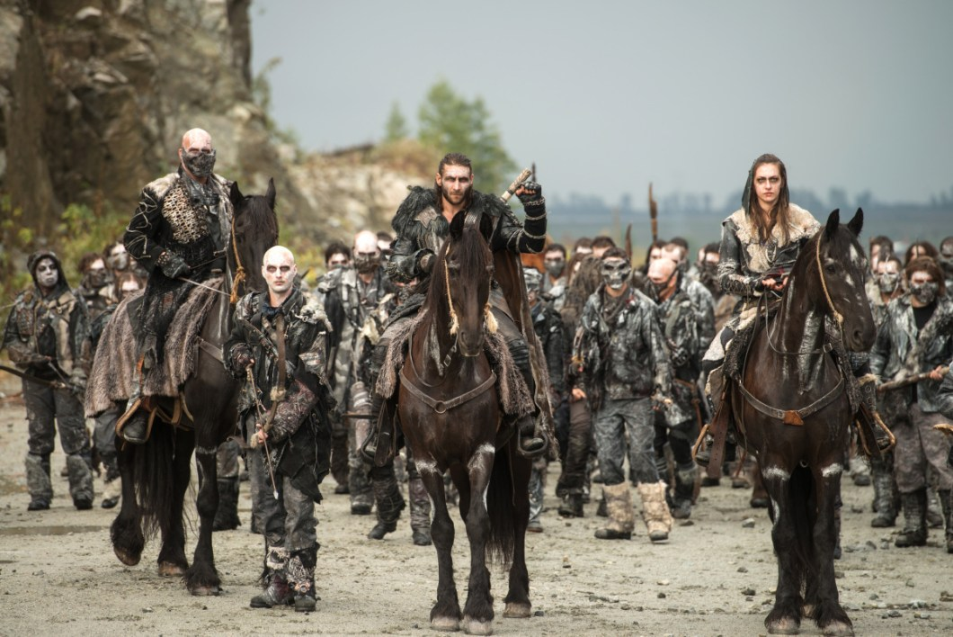 "The 100 -- ""The Tinder Box"" -- Image HU405a_0341 -- Pictured (L-R): Zachary McGowan as Roan and Tasya Teles as Echo -- Credit: Diyah Pera/The CW -- © 2017 The CW Network, LLC. All Rights Reserved"