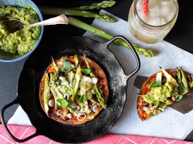 Spargel Tortillas mit Hackfleisch und Avocado
