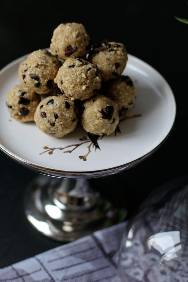Protein Balls mit Cashewkernen und Kakaonibs