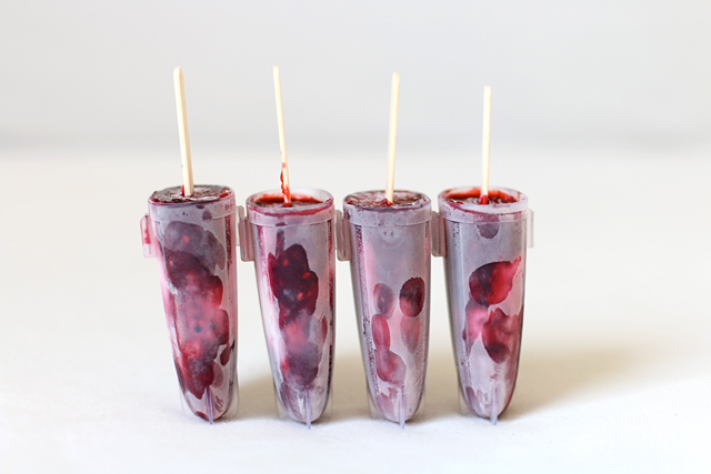 Rezept Eis am Stiel, Brombeer-Joghurt-Eis, Eis am Stiel selbermachen, Brombeereis selbermachen