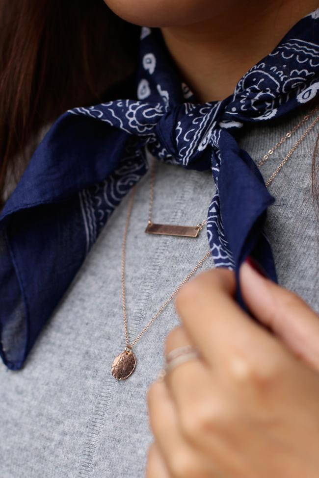 blaues foulard, alternative foulard saint laurent, filigrane Ketten, Ketten stapeln