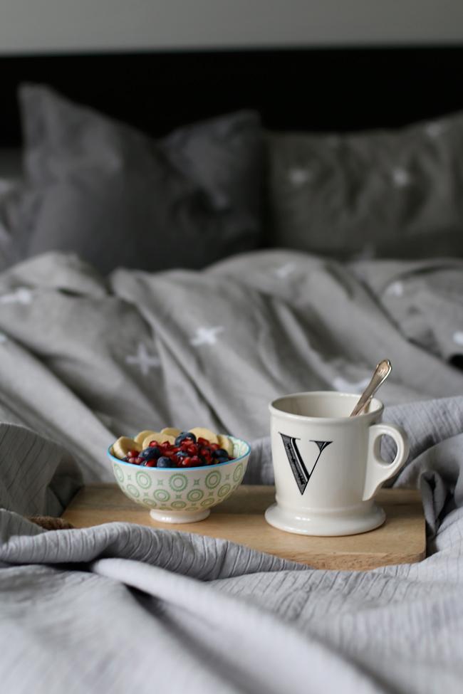 Frühstück im Bett, Kaffee im Bett, Sonntagsfrühstück im Bett