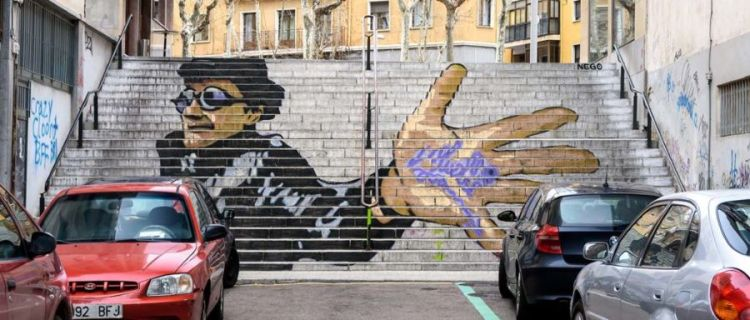 Muelle graffiti artist