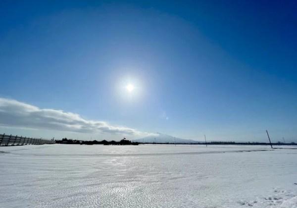 雪景色と岩木山