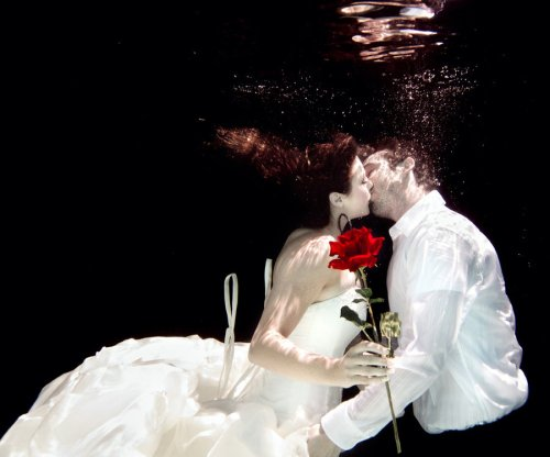 Underwater Romance - The Kiss