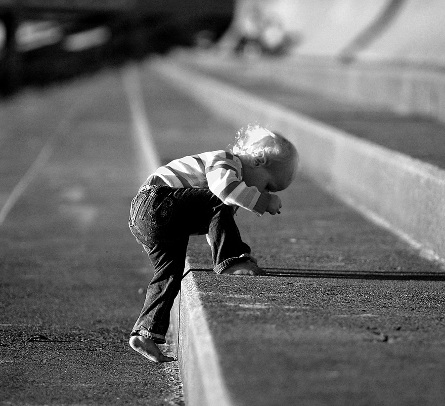 child climbing steps wordpress