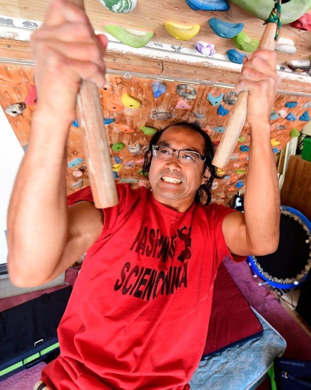 Rancho Cucamonga teacher returns to 'American Ninja Warrior' after recovery from bicycle accident