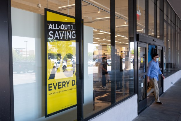 Bloomingdale's outlet store opens in Woodland Hills