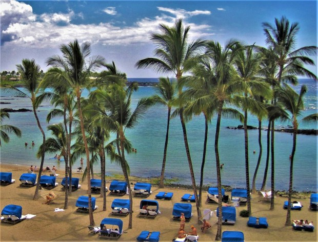 Travel: Hawaii welcomes back tourists, but they still need to pass COVID-19 tests