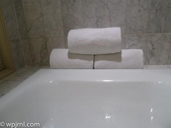 Grand Hyatt Santiago Executive Suite Terrace towels