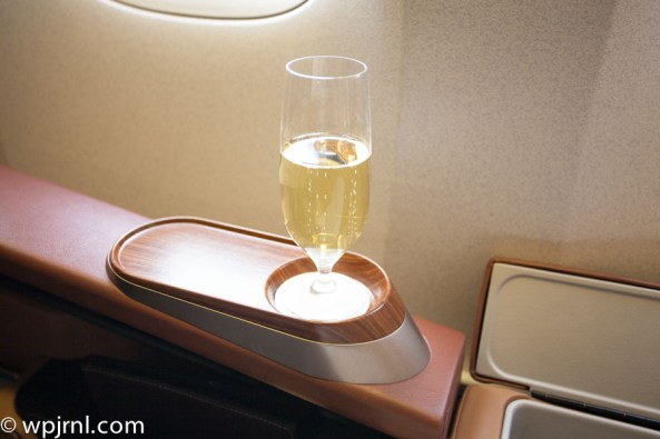 Singapore Airlines First Class SQ211 SIN-SYD Boeing 777-300 (773) - Champagne Dom Perignon