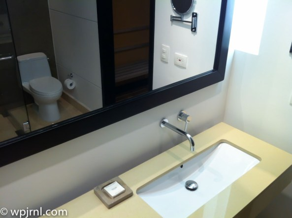 Hilton Bogota Executive Room - bathroom