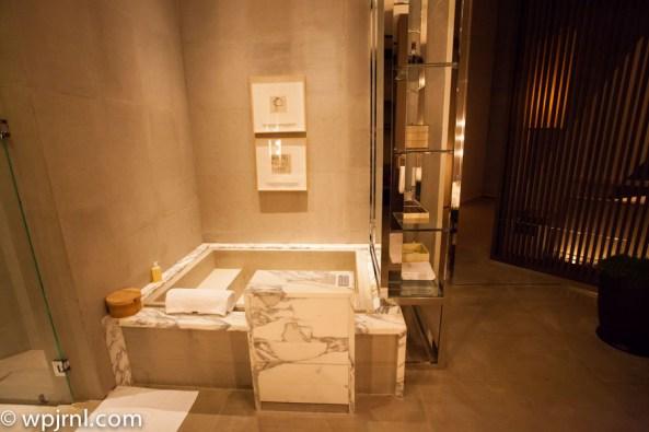 Park Hyatt Shanghai Diplomatic Suite - bathtub