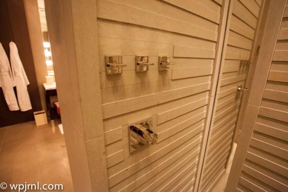 Park Hyatt Shanghai Diplomatic Suite - shower