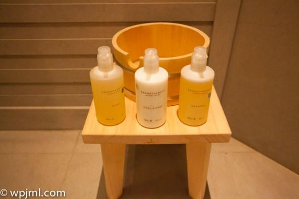 Park Hyatt Shanghai Diplomatic Suite - shower amenities