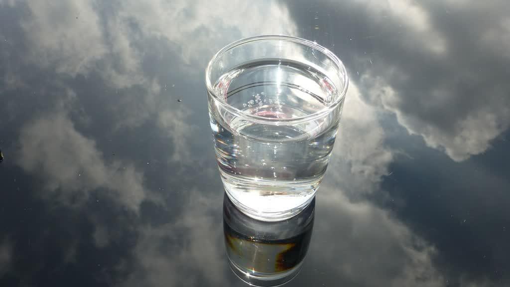glass-475446_1280-1024×576