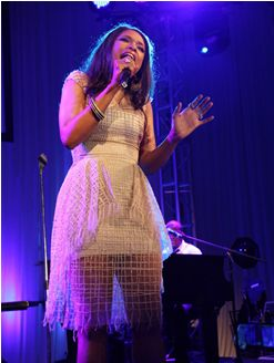 Jennifer Hudson - after successful weight loss seen singing here