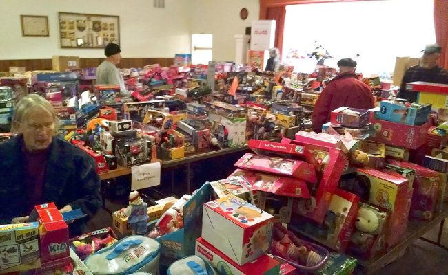 Toys For Tots Plays Santa To More Than 3 000 In Clallam