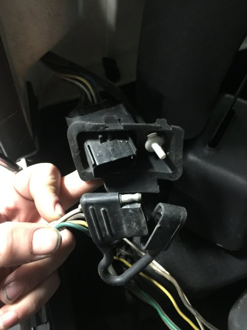 small resolution of  top connector im this photo is actually the female end from the hardtop that has been slightly pulled out i can t find any harness from the jeep itself
