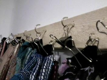 Scarf Hanger CU1