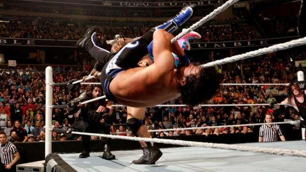 AJ Styles nas cordas durante o Royal Rumble 2016