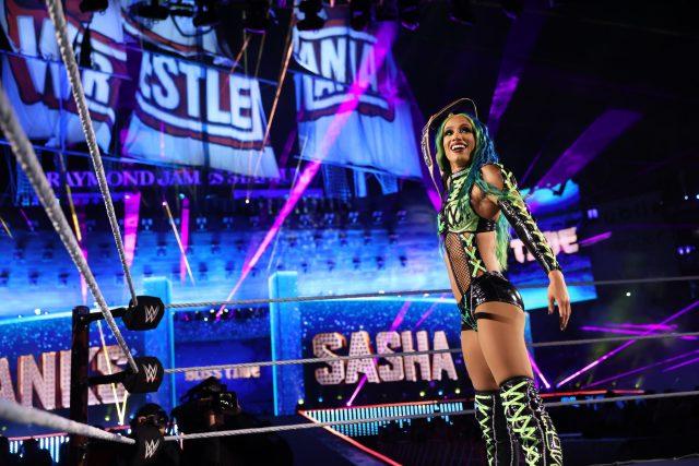 Sasha Banks esteve nos bastidores do SmackDown