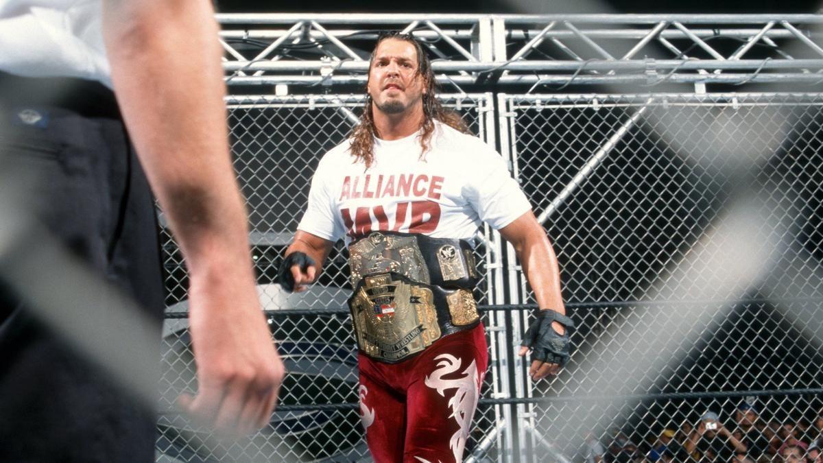 Chris Kanyon com seus dois cinturões na WWE