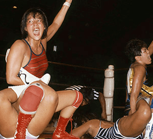 WWE天空の逸女紫雷イオの王座獲得ロードが始まる。