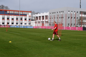 Sebastian Rode Limbers Up