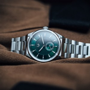 wrist-hardware-mk1-emerald-paramo-dive-sport-watch-green-dial-integrated-bracelet-swiss-made-movement-diving-clasp-double-locking-hlink