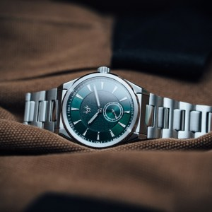 wrist-hardware-mk1-emerald-paramo-dive-sport-watch-green-dial-integrated-bracelet-swiss-made-movement-diving-clasp-double-locking
