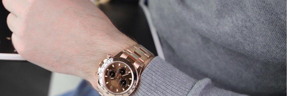How tight should a watch fit? Complete Guide