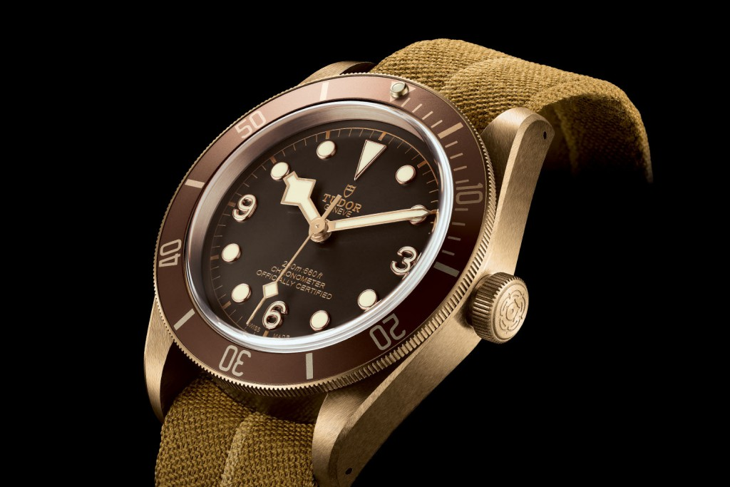 Tudor-Heritage-Black-Bay-Bronze-79250BM-Manufacture-Movement-chronometer-Baselworld-2016-5
