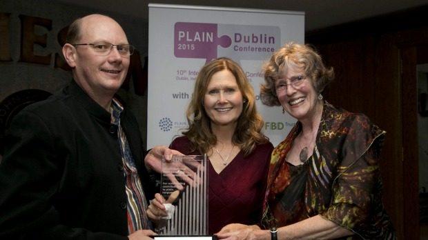 Image, Lynda Harris receiving the Christine Mowat Plain Language Achievement Award.