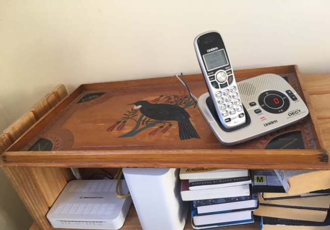 Answerphone on wooden tray showing no messages.