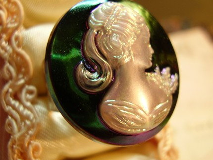 Iridescent vintage cameo ring by RelicsRenewed, $8